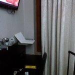 TV e mesa de apoio