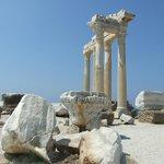 Храм Аполлона в Сиде, деталь капители колонны.