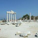 5 колонн Храма Аполлона в Сиде