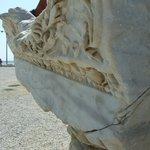Архитрав в коринфском стиле,  храм Аполлона в Сиде