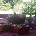 Petit-déjeuner avec vue sur le jardin
