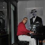 Alex, the pianist at Boudeaux