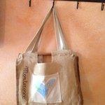 La sacca con teli per la spiaggia messa a disposizione dell'hotel!