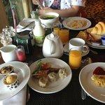 種類は豊富な朝食
