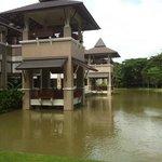 Waterpartij rond het hotel