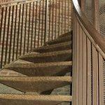 Ступеньки, ведущие от лифта на смотровую площадку башни Ламберти