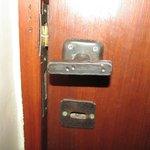 La habitacion solo se podia cerrar con 2 vueltas de llave...!