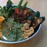 Bowl with quinoa, basil pesto and zucchini cauliflower.