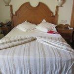 frisch gemachtes Bett - leider etwas hart