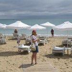 Пляж напротив отеля
