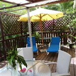 Sweet Nest cottage - outside decked area