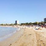 Ближайший пляж к отелю. Начало июня