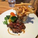 Plat menu enfant ( steak frites et légumes)