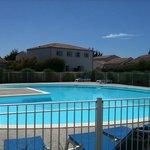 la piscine et les logements
