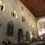聖イジ―教会内の側面の壁