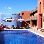 pool bar and sunken lounge adjoining