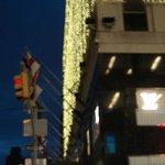 Una excelente iluminación del edificio de Bloomingdale's