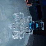 pilha de copos de gelo