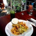 Mixed platter : mushroom, broccoli and dori fish