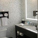 Rm 810 bath