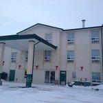 Hotel Exterior Super 8 Dauphin  |  1457 Main St S, Dauphin, Manitoba R7N3B3, Canada