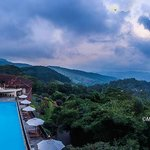 Panoramic view of the hotel and the mountain range
