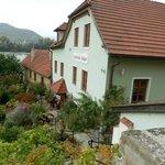 Здание гостиницы на берегу Дуная