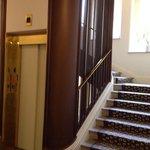 холл (два лифта)