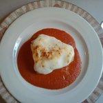 Bacalao estilo Mencia. Fondo de tomate, ali oli (muy suavecito) por encima gratinado. Muy rico