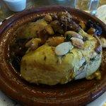 tajine poulet amandes, pruneaux et oignons