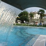 Il giardino e la piscina scoperta