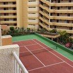 hotel tennis court