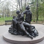 Vietnam Women's Memorial statue, Vietnam Veterans Memorial, April 2014