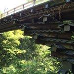 橋のたもと下に下れます