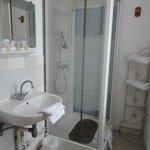 salle de bain chambre 9 hotel saint etienne caen