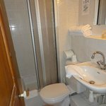 salle de bain chambre 4 hotel saint etienne caen