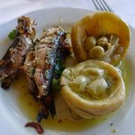 Some grilled sardines with artichokes
