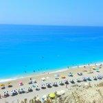 Η μαγική παραλία στους Εγκρεμνούς