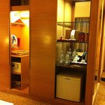 Entrance, wardrobe, minibar