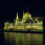 Nächtlicher Blick von Zimmer 524 auf das Parlament