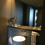 Suite main bathroom