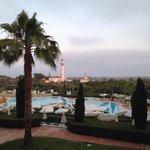 Vistas de la piscina y el faro
