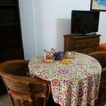 mesa  en la habitacion