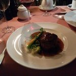 Rare chateaubriand steak with vegetables