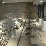 zona arqueologica dentro del hotel
