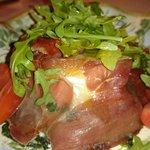 Torta de Queso de Cabra con Espinacas envuelta en Serrano