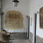 Restos de las pinturas murales coloniales de la edificaciòn