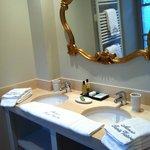 Dual sinks towel heater