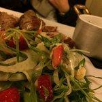 filetto di maiale polenta e insalatina con fragole