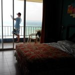 Hermosa habitación con vista al mar.
